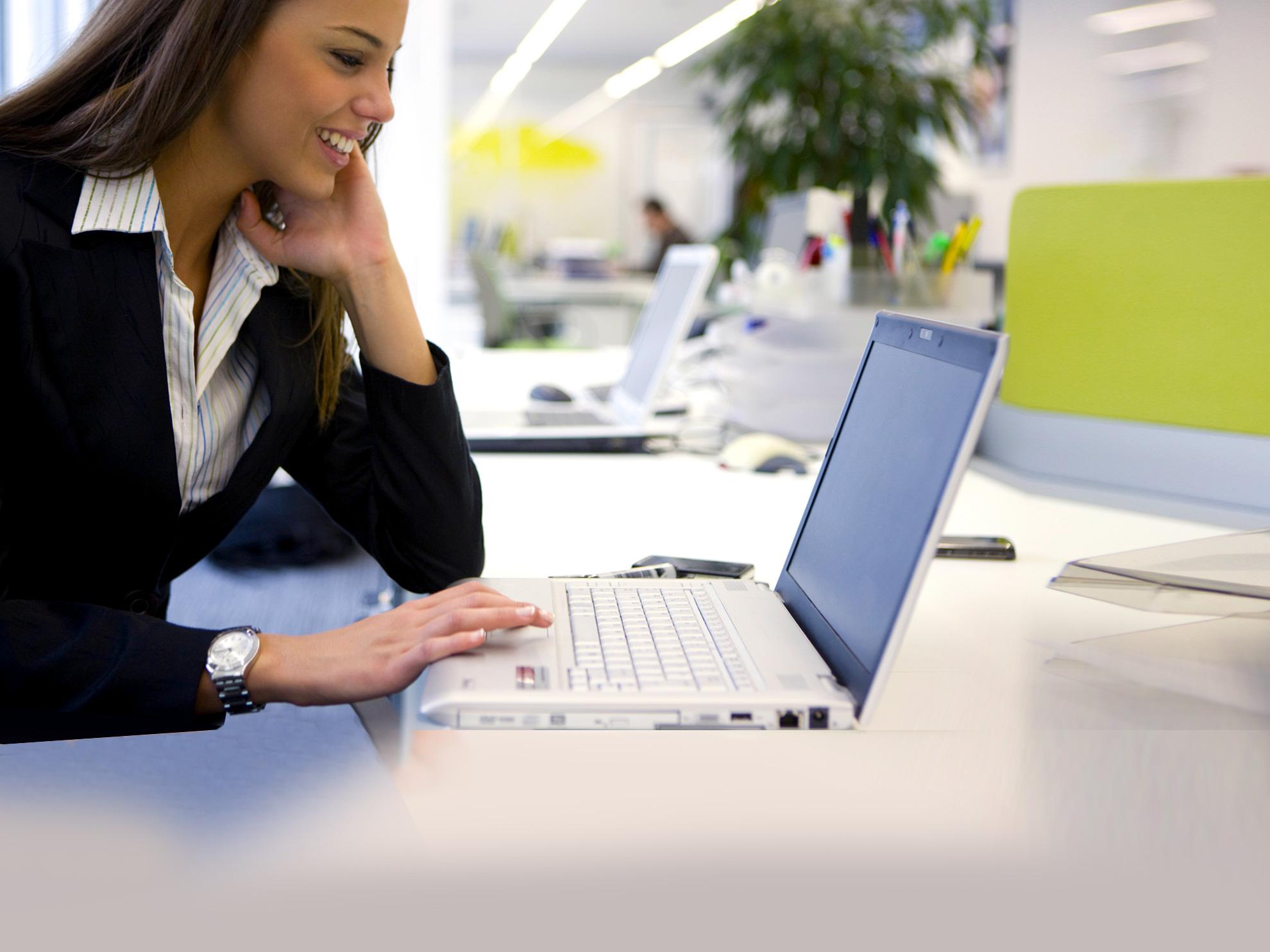 impiegata-software-gestione-clienti